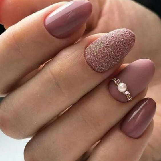 Beżowe paznokcie