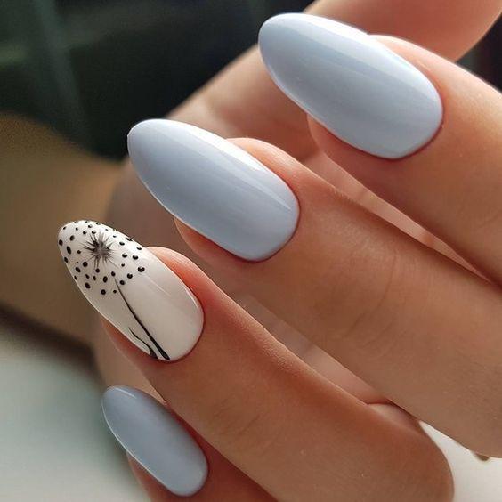 Błękitne paznokcie hybrydowe