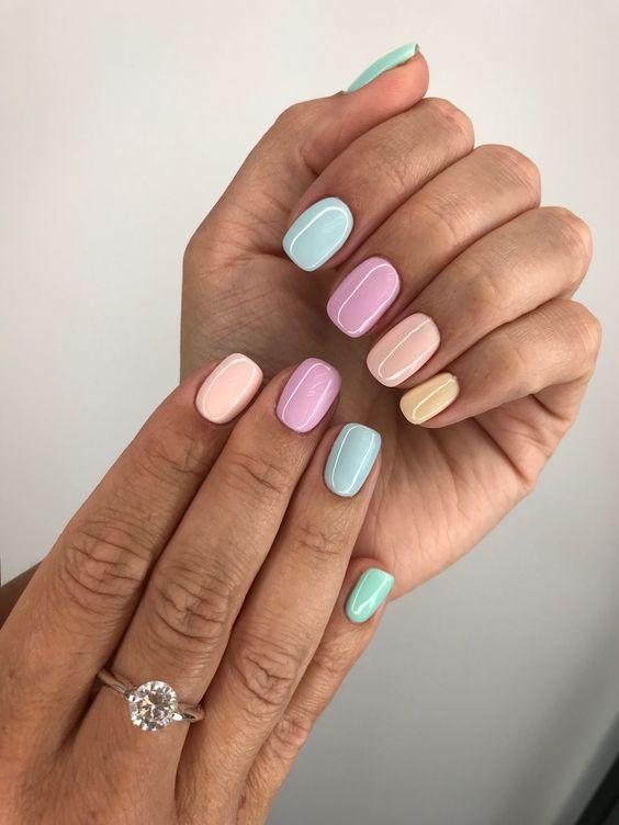 Kolorowe pastelowe paznokcie
