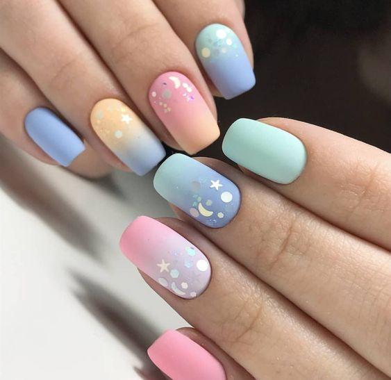 Matowe pastelowe paznokcie