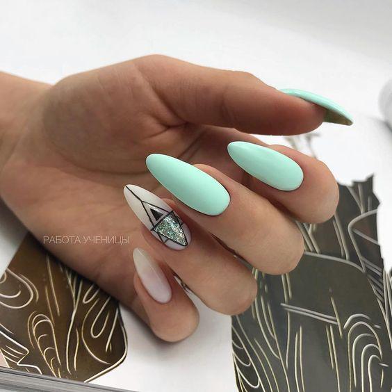 Miętowe paznokcie na wakacje