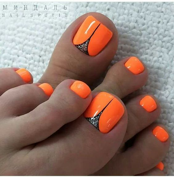 Neonowe paznokcie u stóp