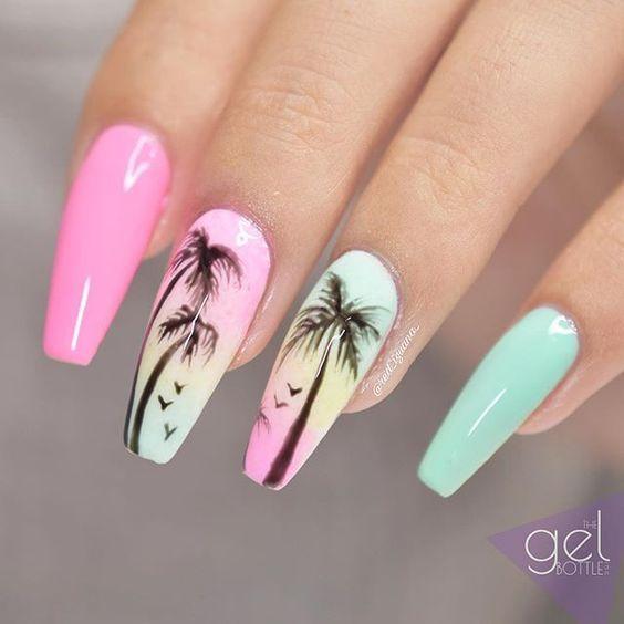Paznokcie z palmami