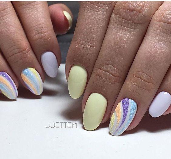 Żółte pastelowe paznokcie