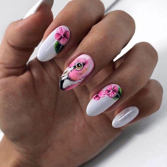 Białe paznokcie z flamingiem