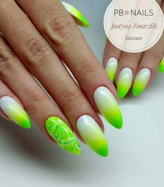 Biało zielone ombre na paznokciach