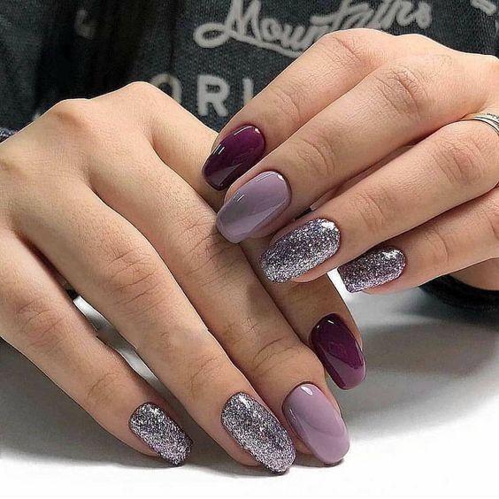 Brokatowe srebrne paznokcie