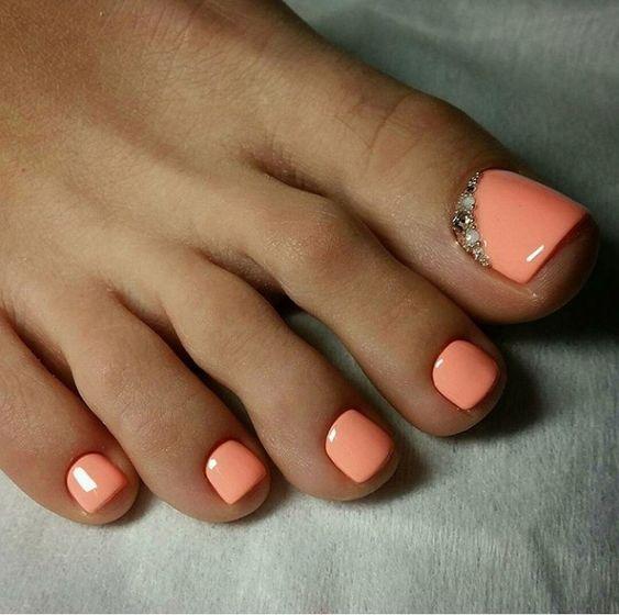 Brzoskwiniowe paznokcie u stóp