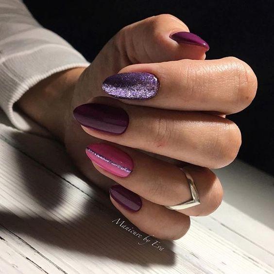 Fioletowe paznokcie brokatowe