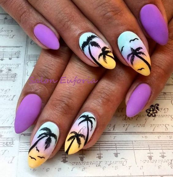 Fioletowe paznokcie z palmami