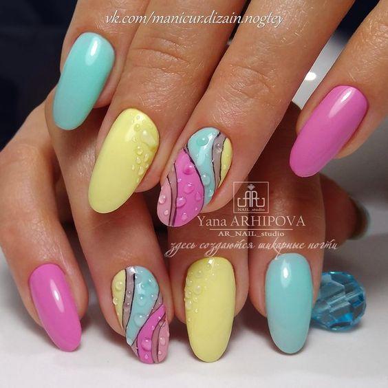 Inspiracje na wakacyjne wzorki na paznokciach