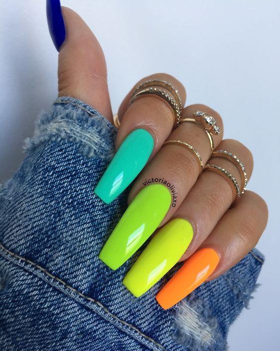 Kolorowe paznokcie neonowe