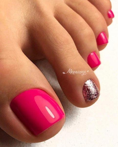 Malinowe paznokcie u stóp