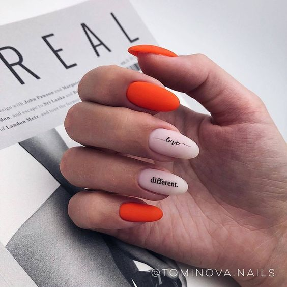 Matowe pomarańczowe paznokcie