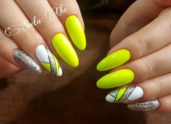 Neonowe paznokcie na lato 2019
