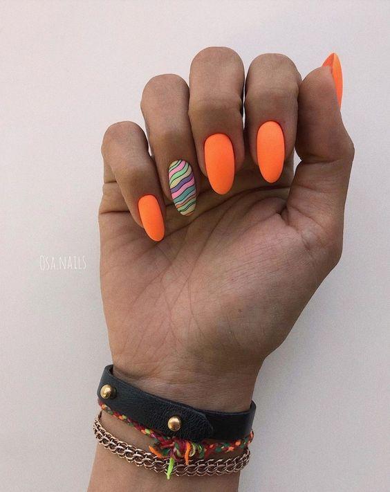 Pomarańczowe paznokcie w macie