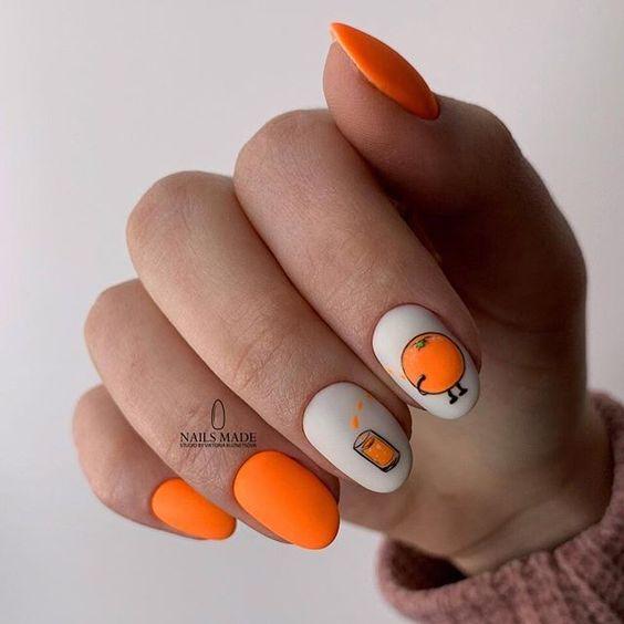 Pomarańczowe paznokcie z wzorkami