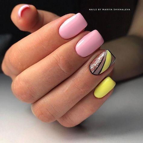 Różowe paznokcie z geometrycznymi wzorami