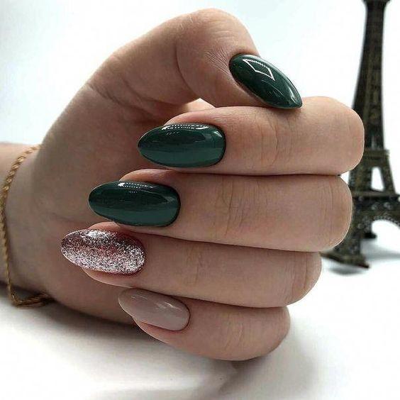 Zielone paznokcie brokatowe