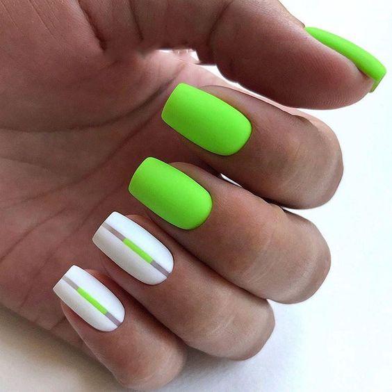 Zielone paznokcie w macie