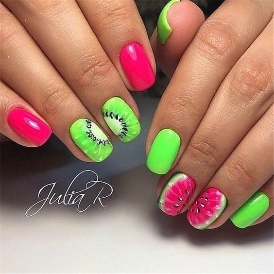 Zielone paznokcie z arbuzem