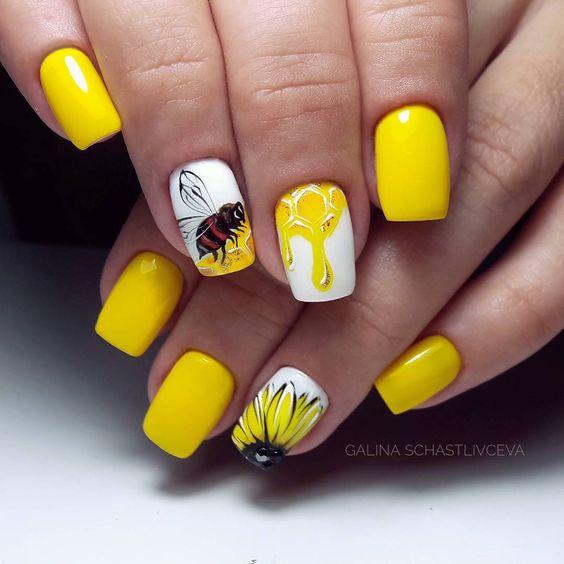 Żółte paznokcie z pszczołą