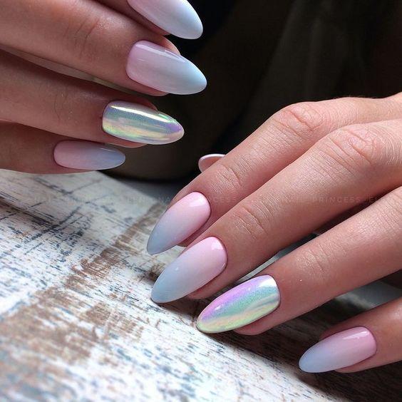 Błękitne ombre na paznokciach