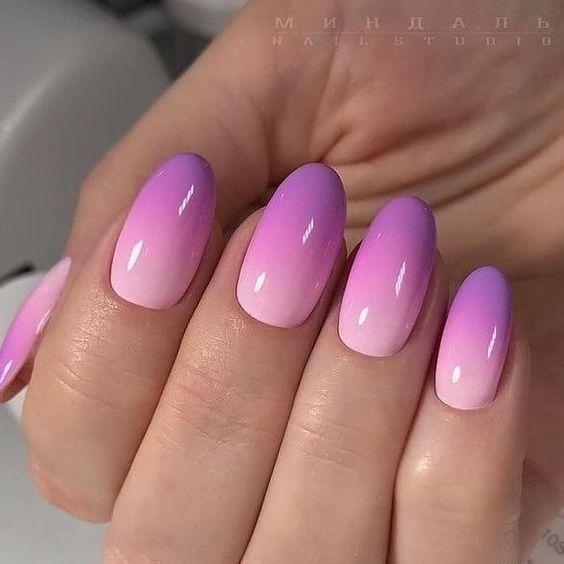 Fioletowe ombre na paznokciach
