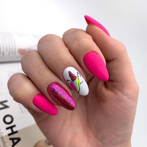 Inspiracje na malinowe paznokcie