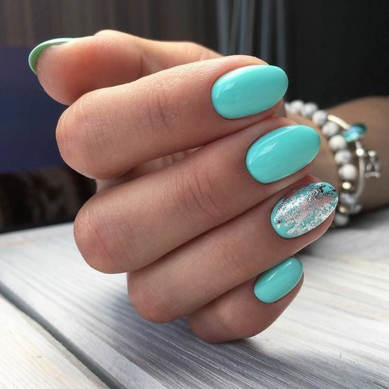 Inspiracje na turkusowe paznokcie