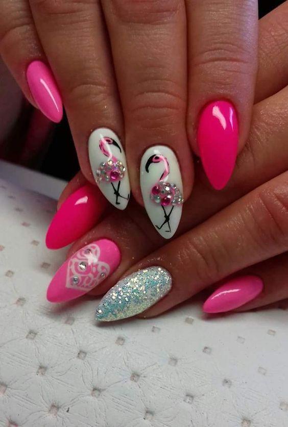 Malinowe paznokcie z flamingiem