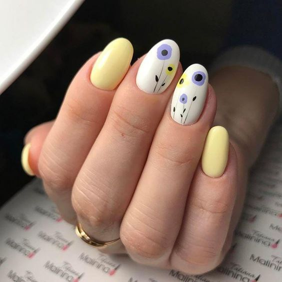 Pastelowe paznokcie z kwiatami