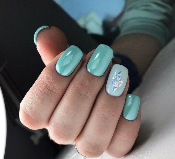 Perłowe paznokcie turkusowe