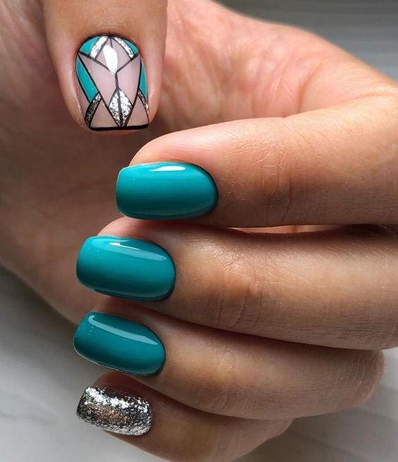 Turkusowe paznokcie z brokatem