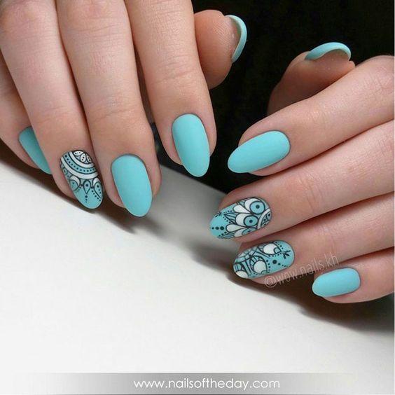 Turkusowe paznokcie z wzorkami
