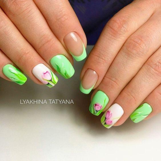 Zielone paznokcie z kwiatami