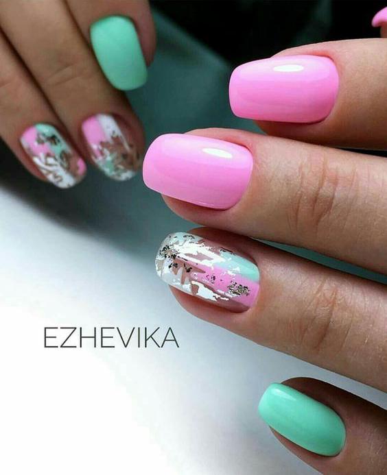 Zielono różowe paznokcie z wzorkiem