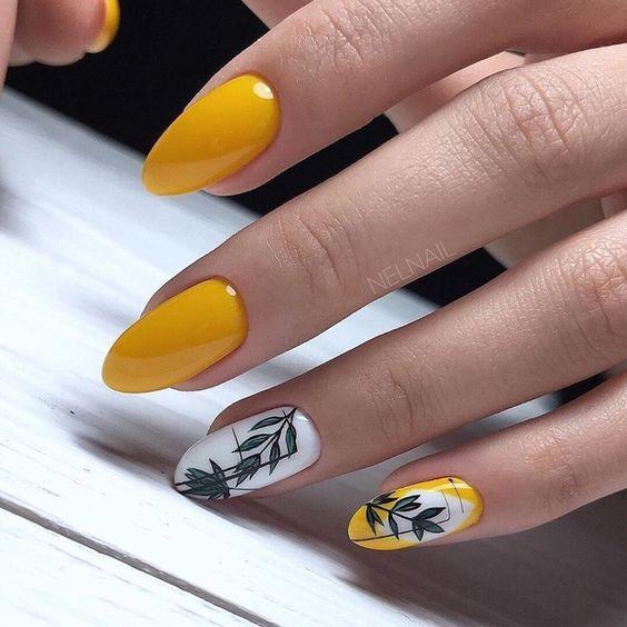 Żółte paznokcie z liściem