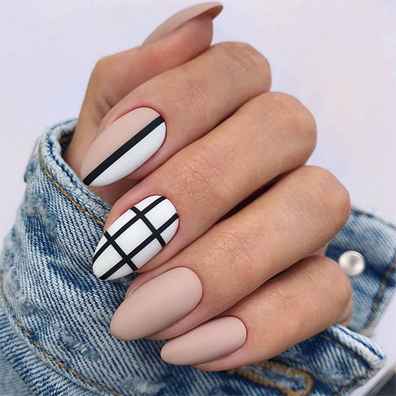 Beżowe paznokcie do szkoły