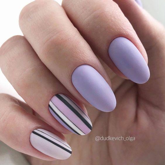 Fioletowe paznokcie w macie