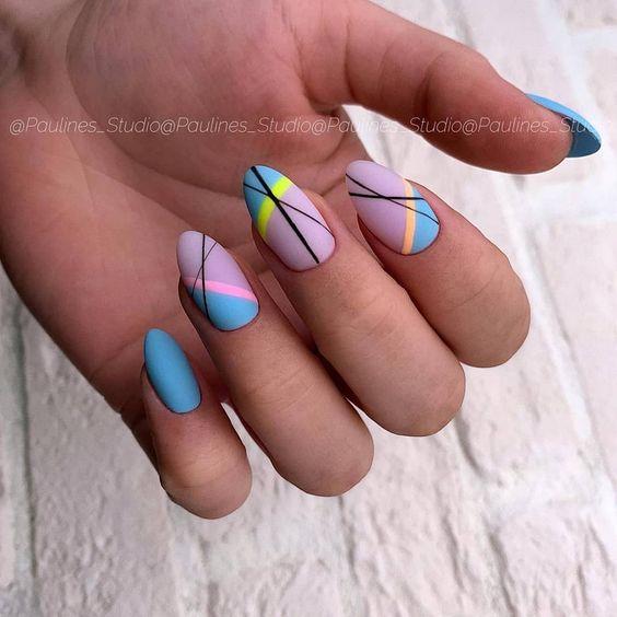 Kolorowe matowe paznokcie hybrydowe