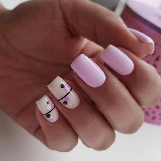 Różowe paznokcie do szkoły