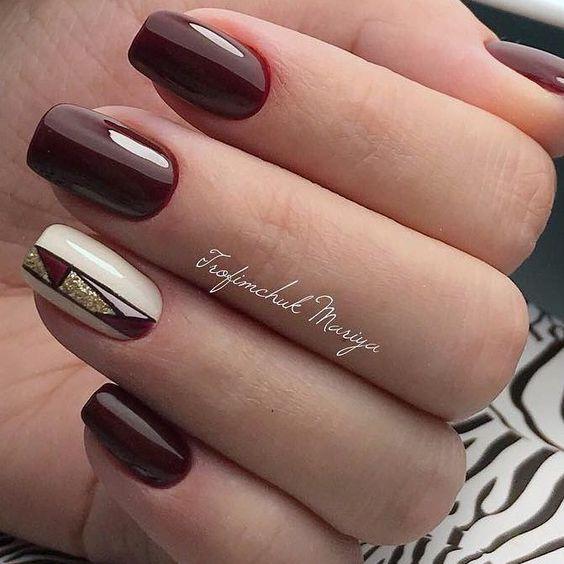 Beżowo bordowe paznokcie