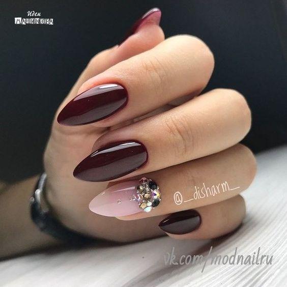 Bordowe paznokcie ze zdobieniami