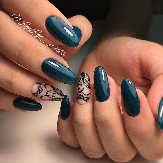Ciemnoniebieskie paznokcie na jesień
