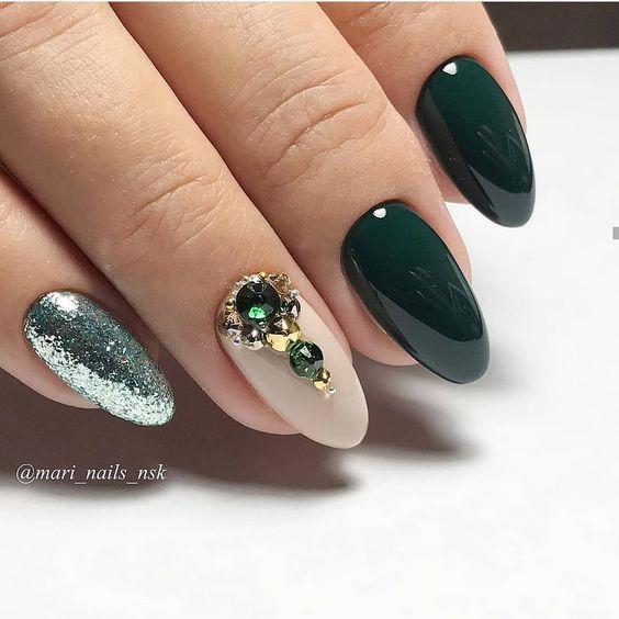 Ciemnozielone paznokcie na jesień