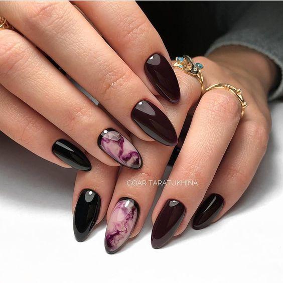 Czarne paznokcie na jesień