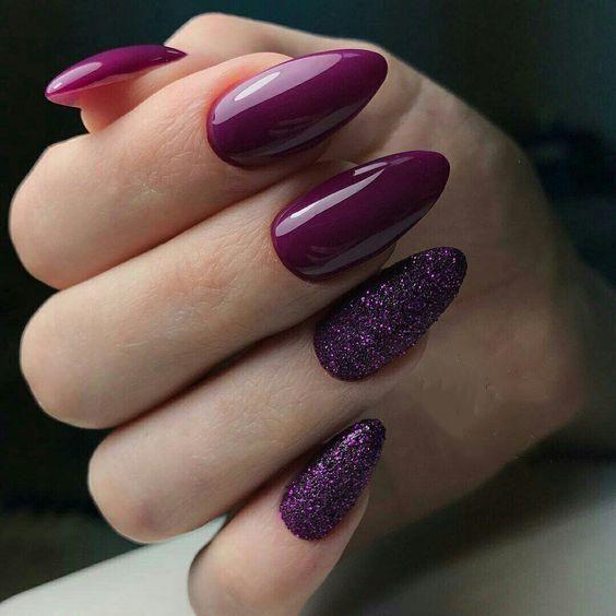 Fioletowe paznokcie z brokatem