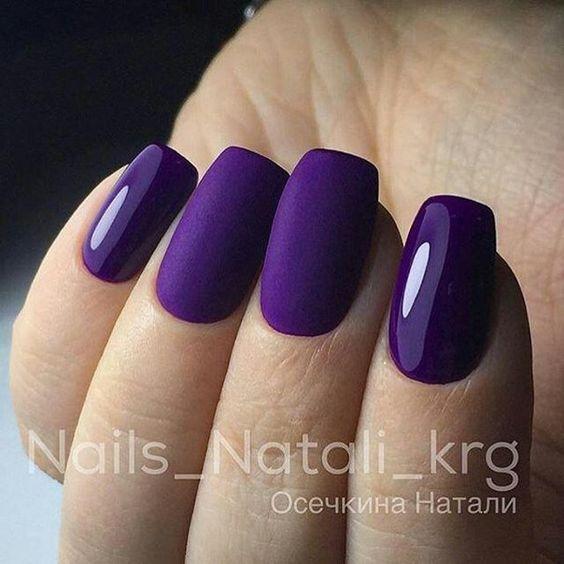 Matowe fioletowe paznokcie