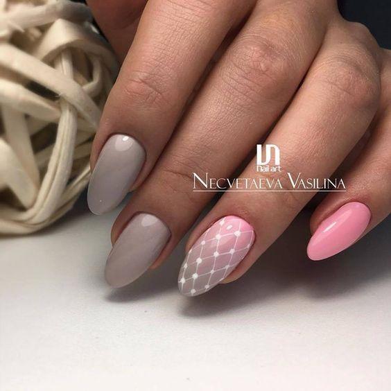 Szaro różowe paznokcie z wzorkami